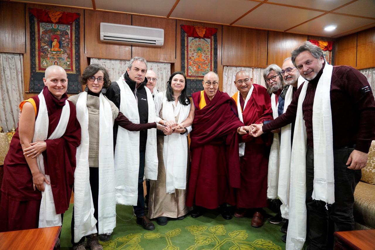 Tutti insieme al Dalai Lama.jpeg